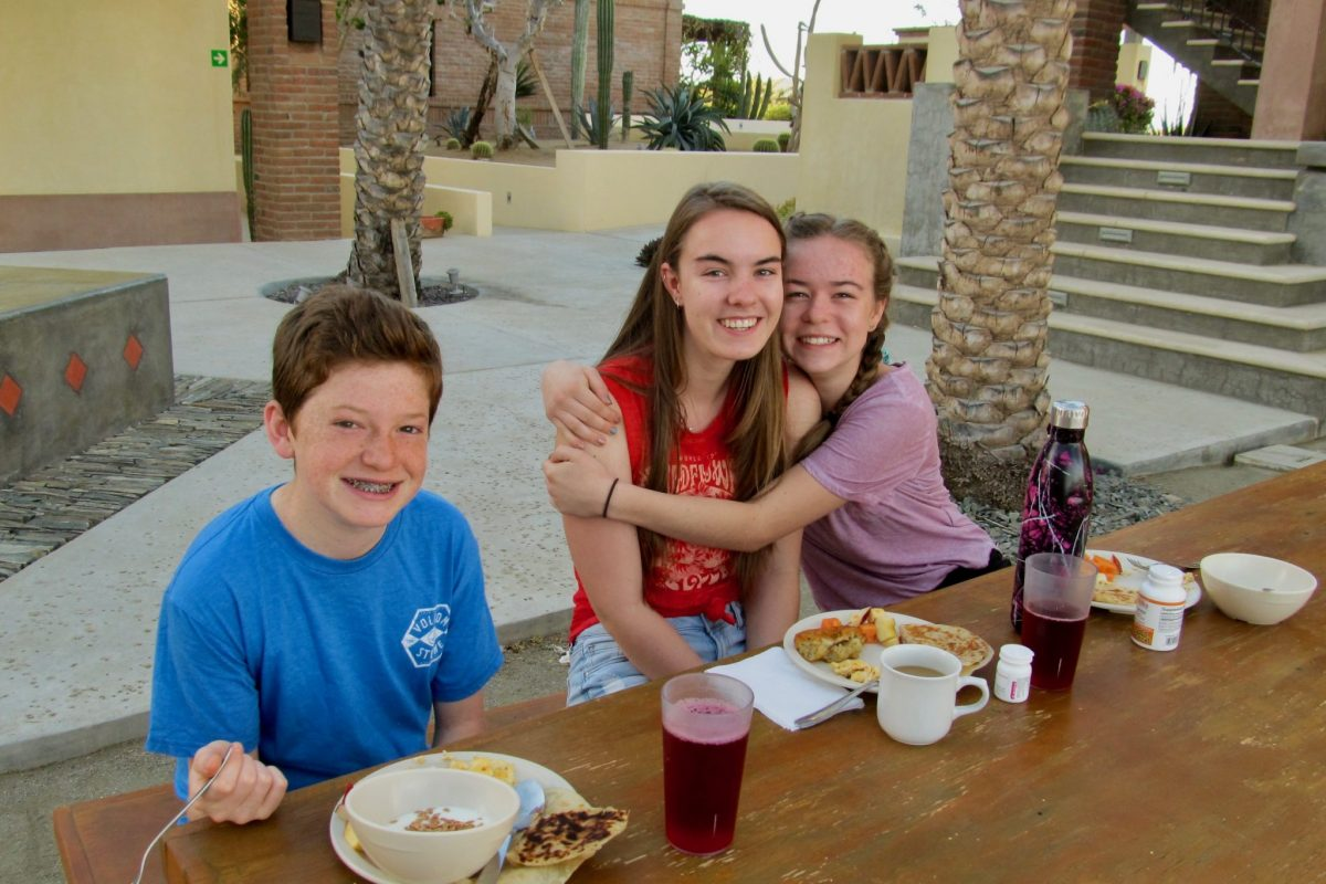 Kids eating meal during 2018 Family Adventure Week at the CSU Todos Santos Center.